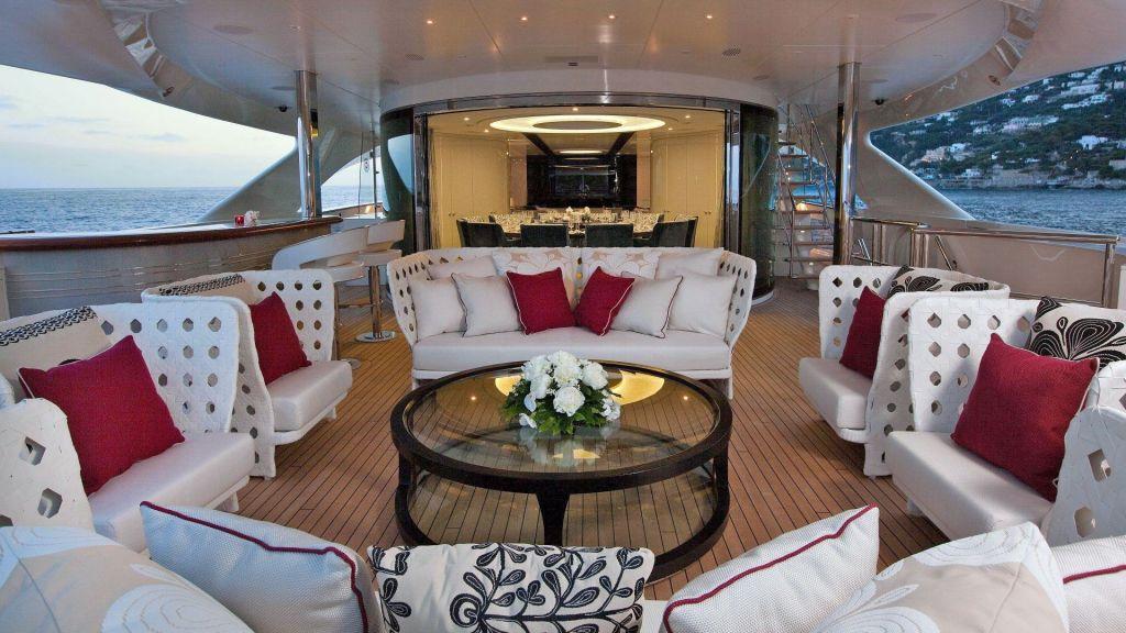 Motor Yacht Quine Essential (38)