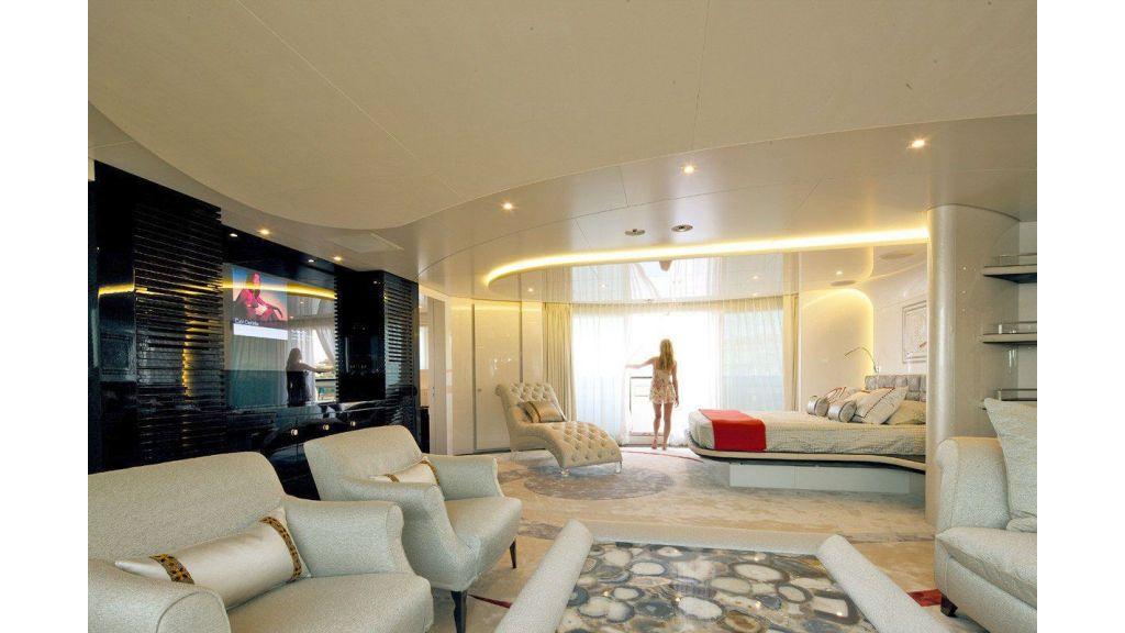 Motor Yacht Quine Essential (8)