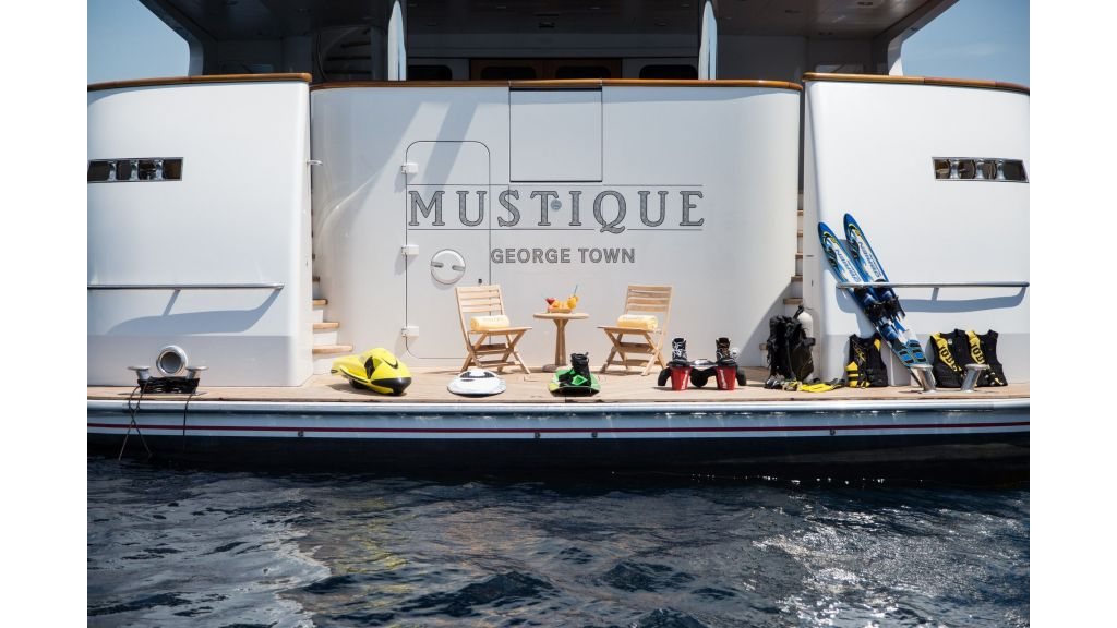 Mustique Luxury Motor Yacht (125)