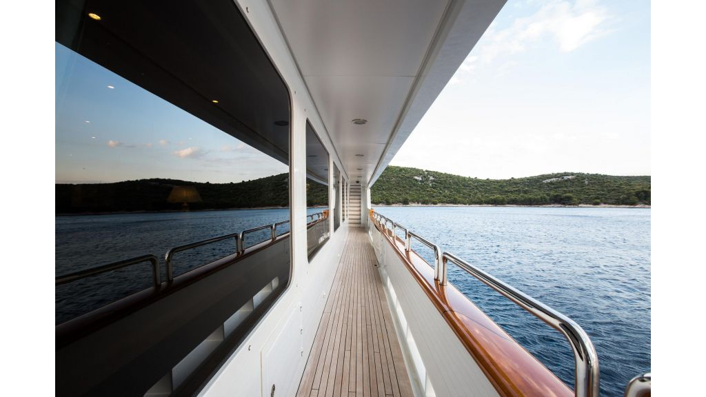 Mustique Luxury Motor Yacht (15)