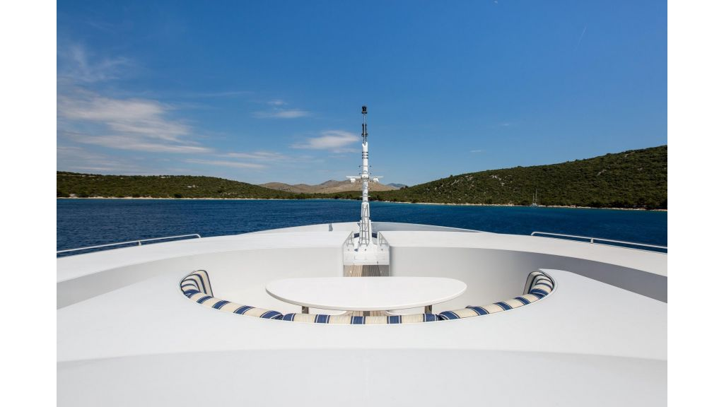 Mustique Luxury Motor Yacht (7)
