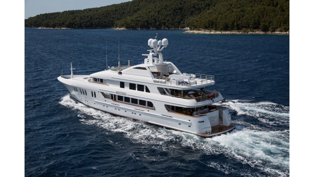 Mustique Luxury Motor Yacht (72)
