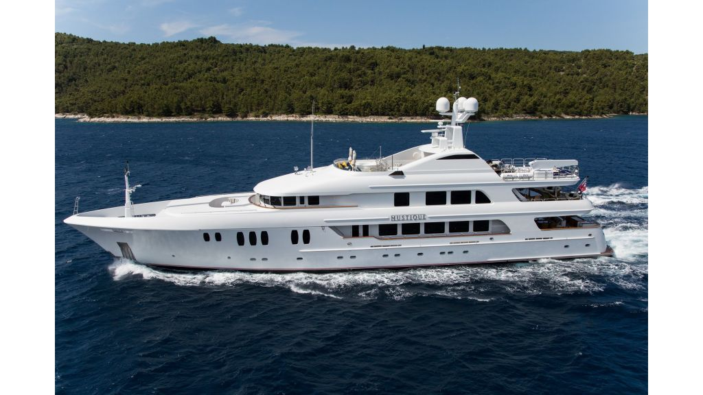 Mustique Luxury Motor Yacht (73)