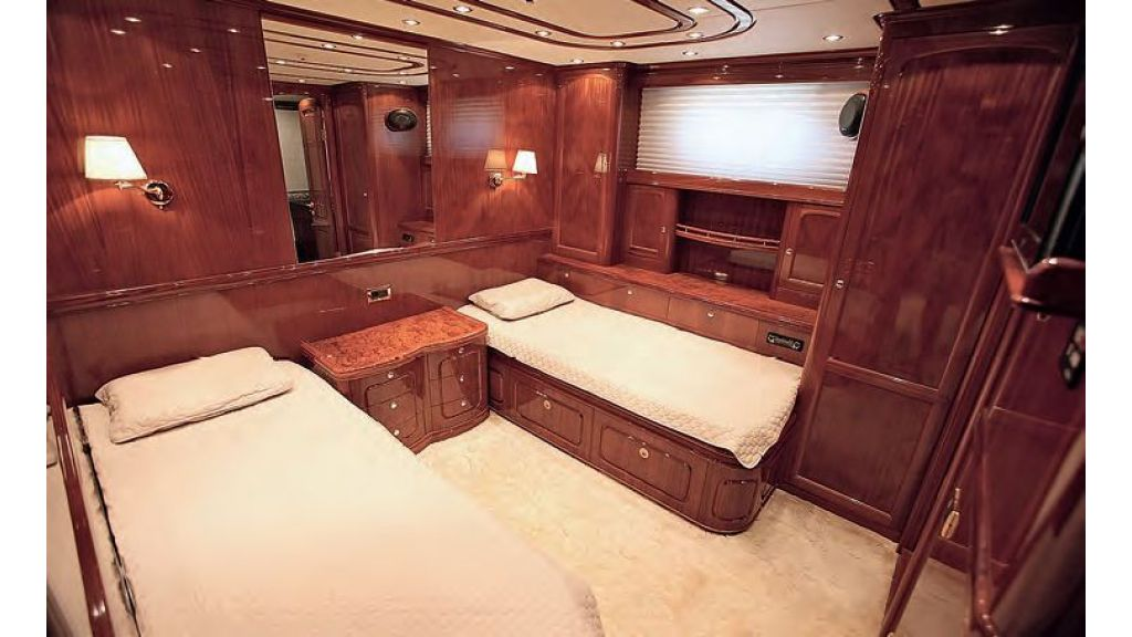 Luxury-Sailing-Yacht-for-Sale (12)