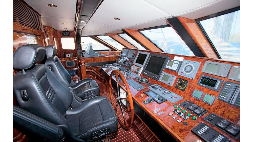 Luxury-Sailing-Yacht-for-Sale (4)