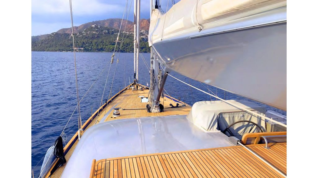 Luxury-Sailing-Yacht-for-Sale (6)