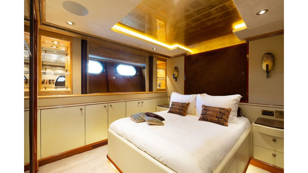 Luxury motor yacht Il Sole (16)