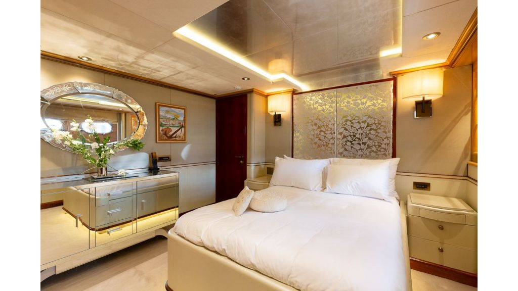 Luxury motor yacht Il Sole (18)