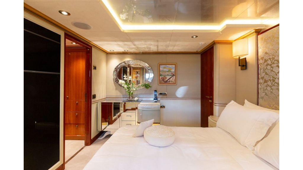Luxury motor yacht Il Sole (20)