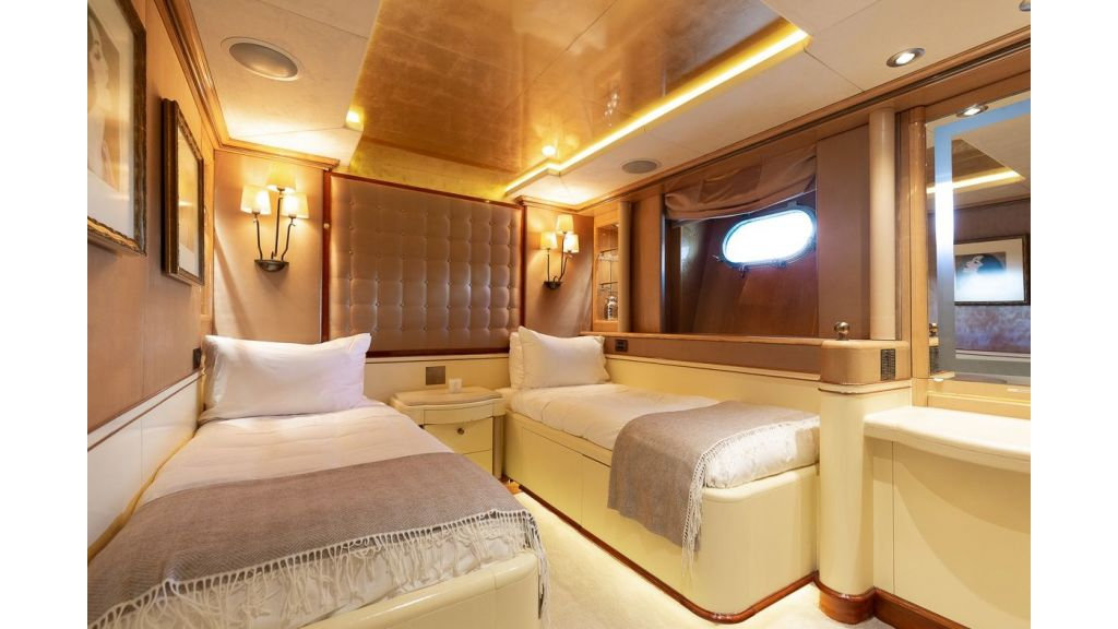 Luxury motor yacht Il Sole (23)