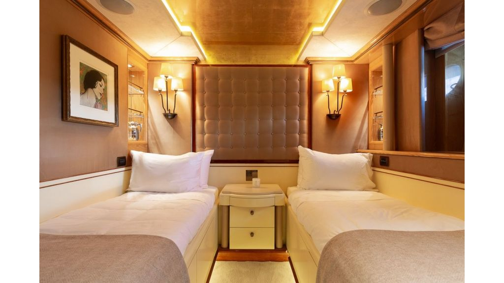 Luxury motor yacht Il Sole (24)