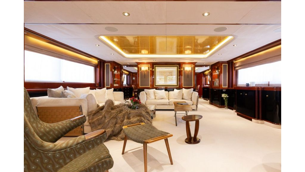 Luxury motor yacht Il Sole (36)