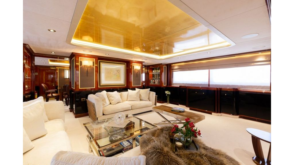 Luxury motor yacht Il Sole (38)