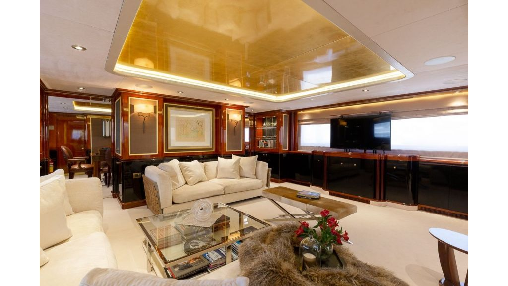 Luxury motor yacht Il Sole (39)