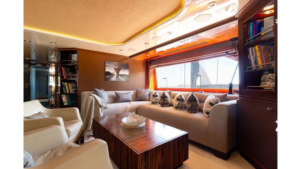 Luxury motor yacht Il Sole (44)