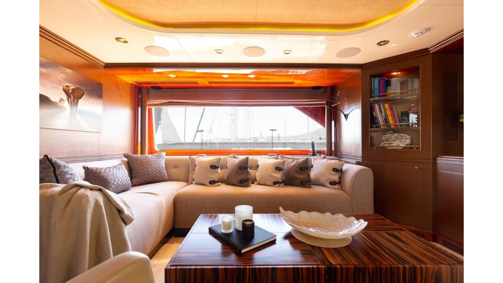 Luxury motor yacht Il Sole (45)