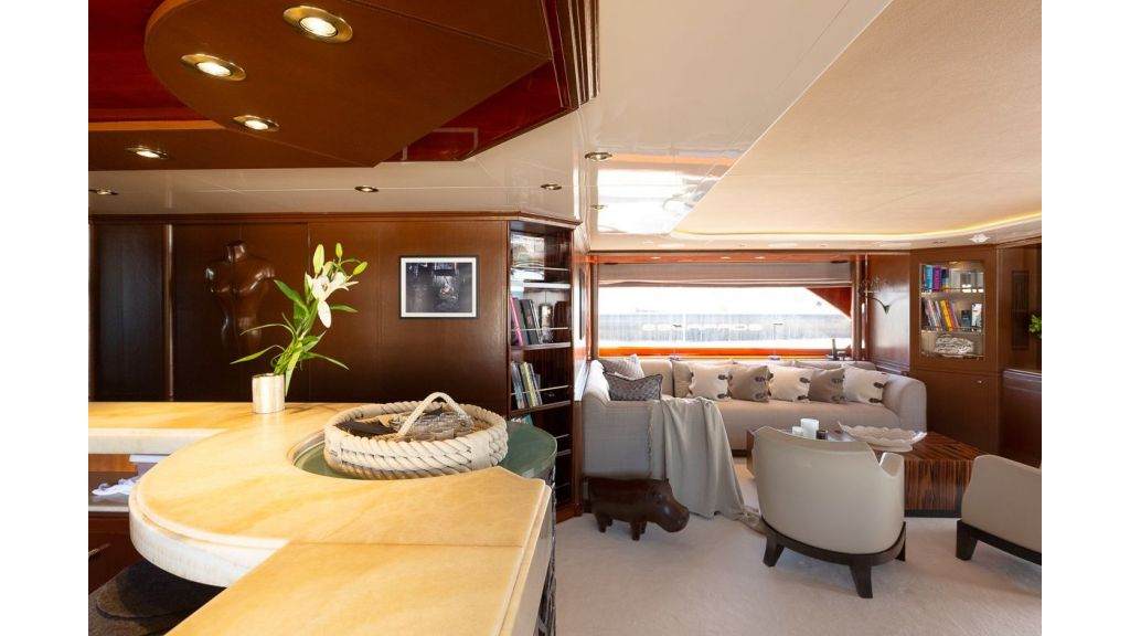 Luxury motor yacht Il Sole (49)