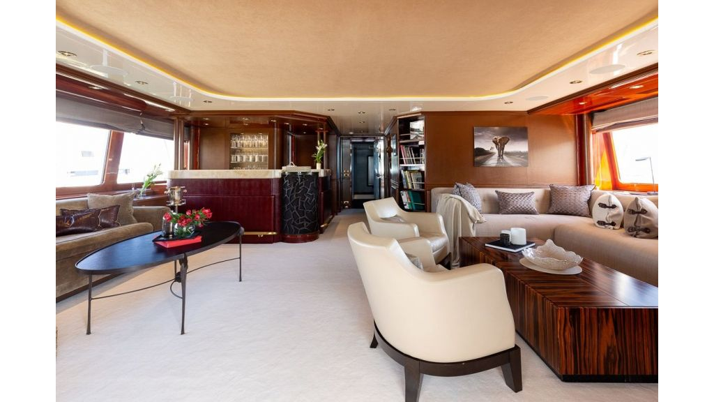 Luxury motor yacht Il Sole (50)