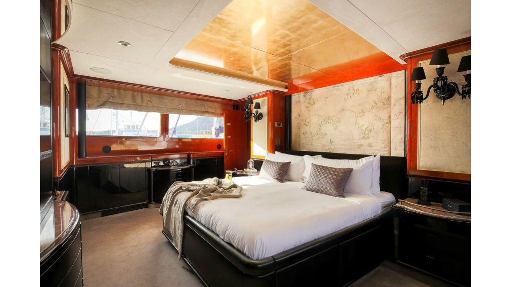 Luxury motor yacht Il Sole (7)