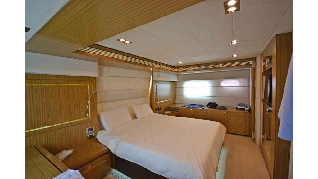 Luxury Trawler (21)