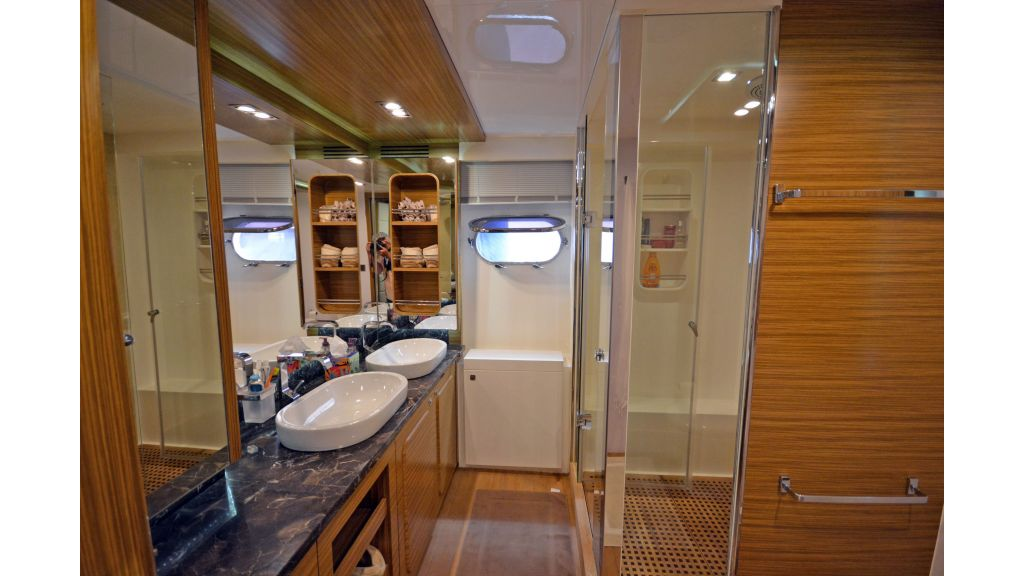 Luxury Trawler (25)