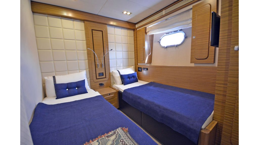 Luxury Trawler (31)