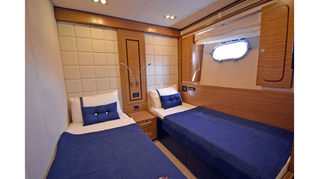 Luxury Trawler (36)