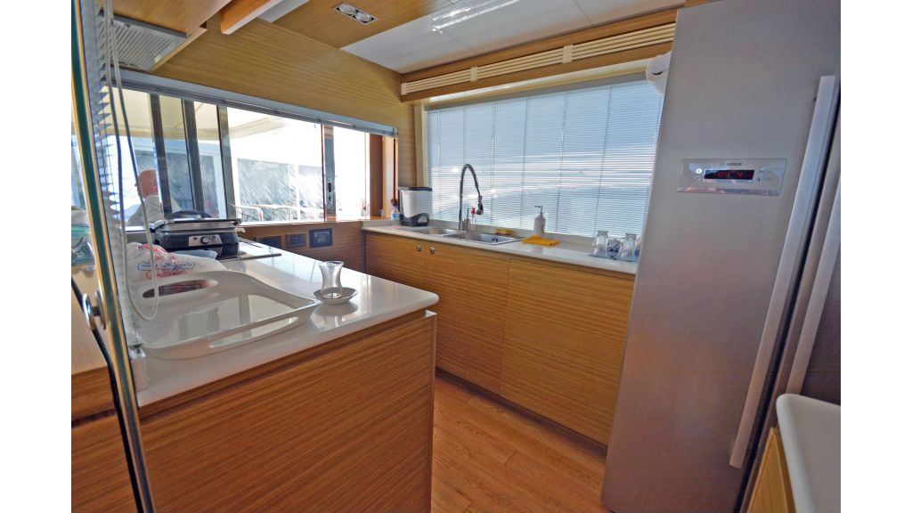 Luxury Trawler (5)