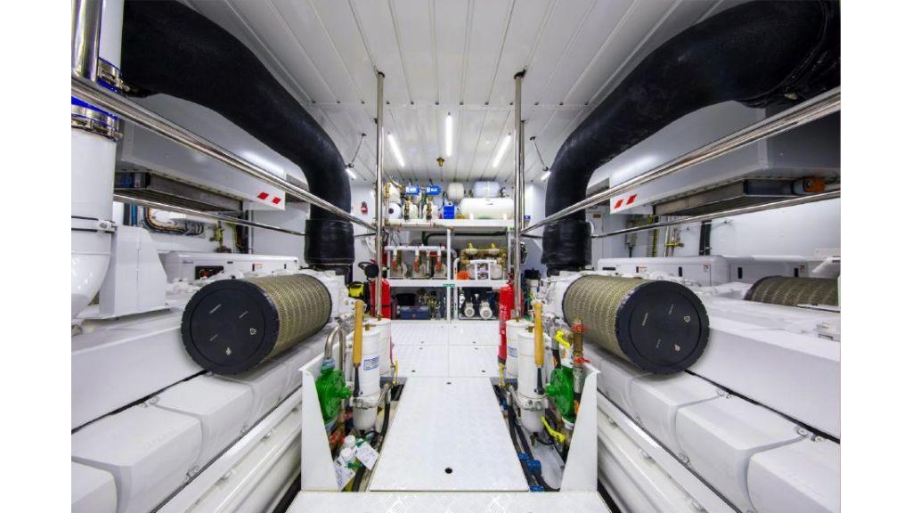 Sanlorenzo Sl 118ft motor yacht (9)