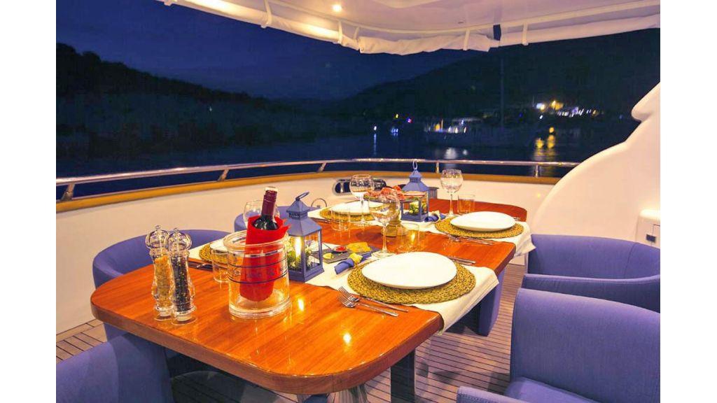 Caelum Motor Yacht (13)