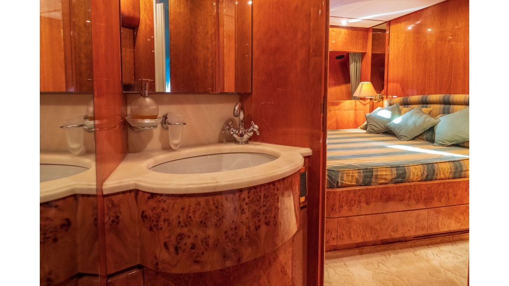 Sanlorenzo 75ft motor yacht (32)
