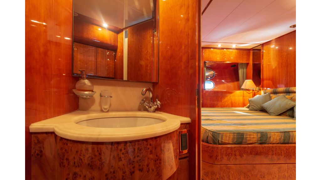 Sanlorenzo 75ft motor yacht (35)