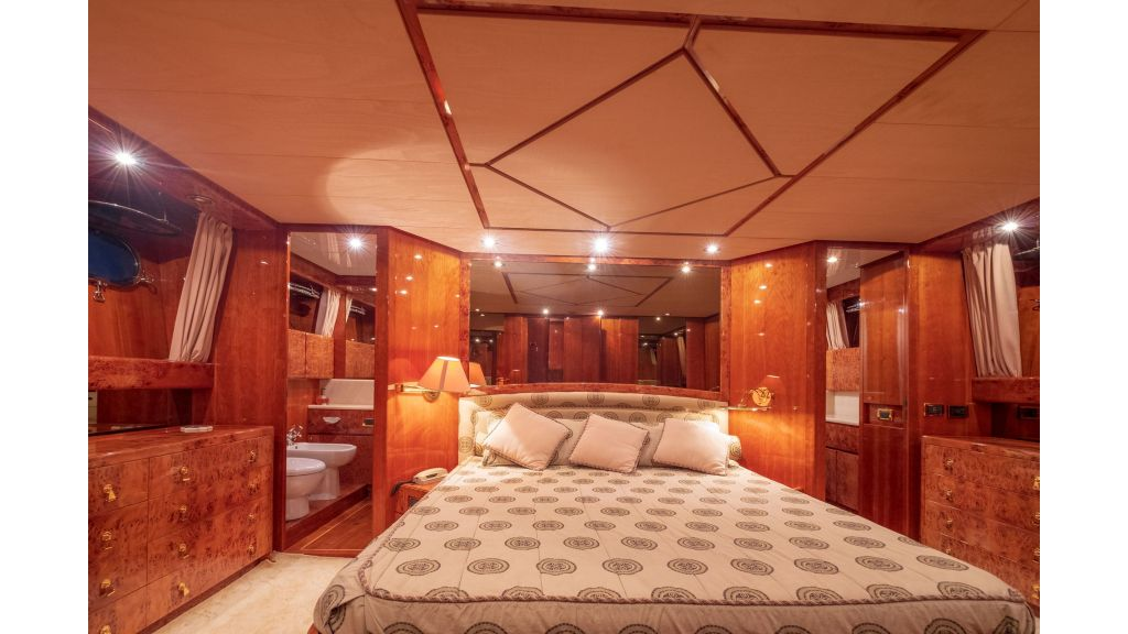 Sanlorenzo 75ft motor yacht (54)
