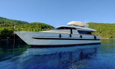 Sanlorenzo 75ft motor yacht master.
