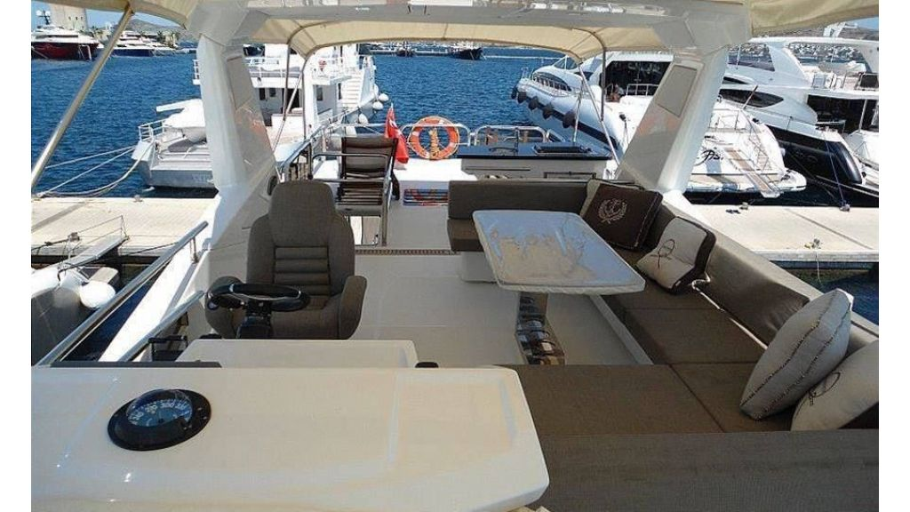 Cranchi 66fly Motor Yacht (2)