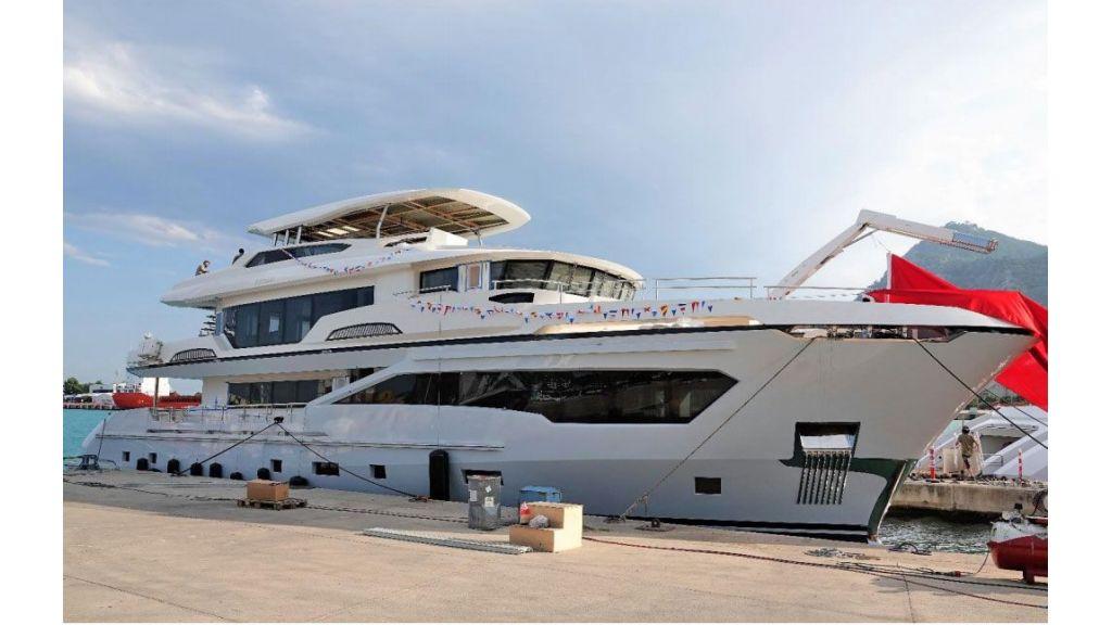 Kando 110 Motor Yacht (2)