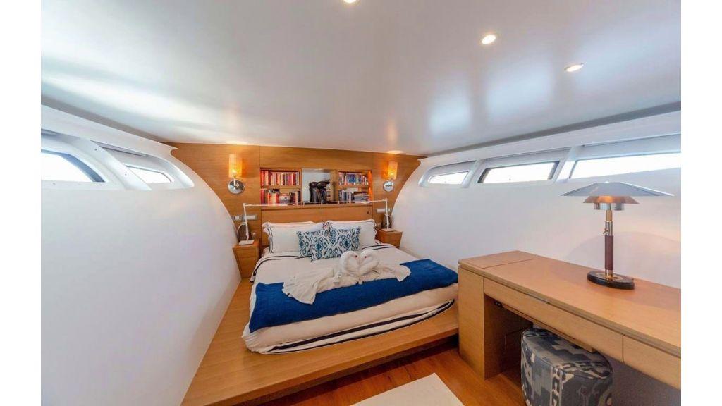 Adastra Luxury Motor Yacht (31)