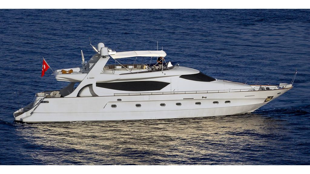 Blanco Luxury Motor Yacht (1)