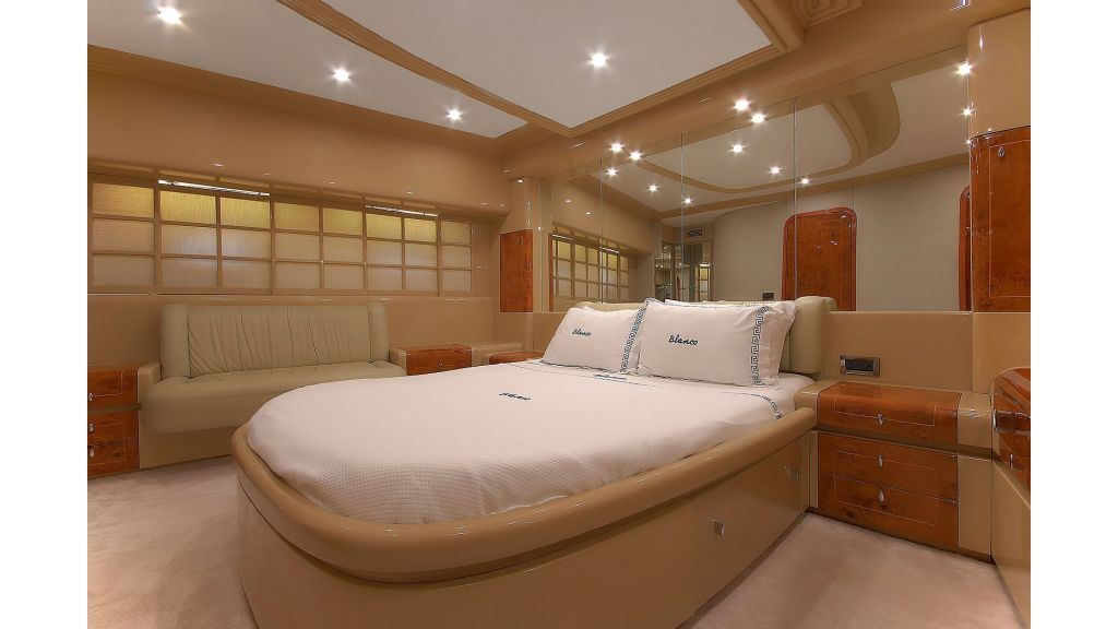 Blanco Luxury Motor Yacht (10)