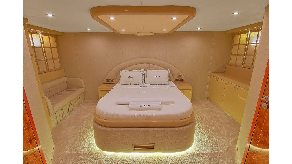 Blanco Luxury Motor Yacht (16)
