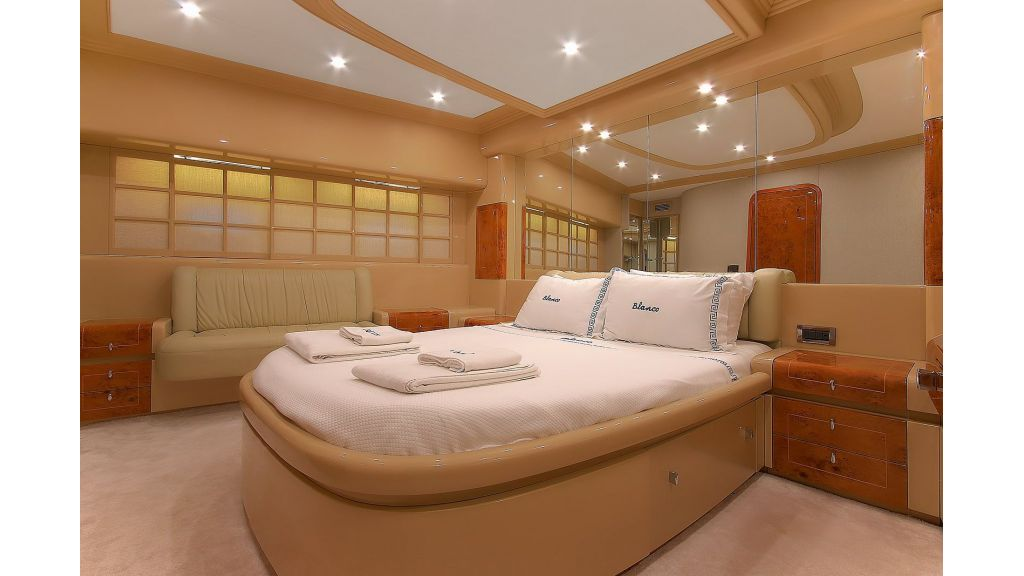 Blanco Luxury Motor Yacht (20)
