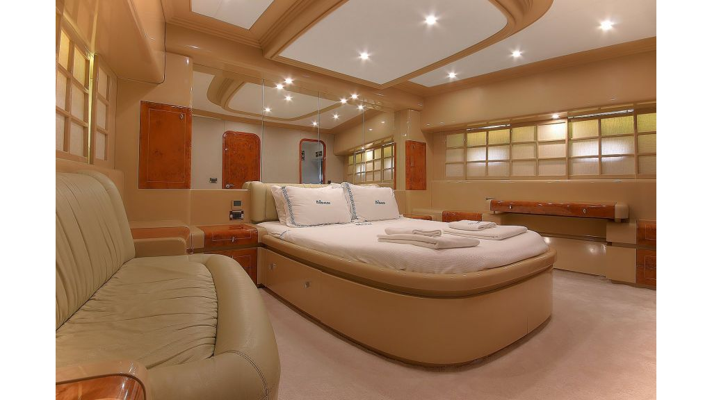 Blanco Luxury Motor Yacht (21)