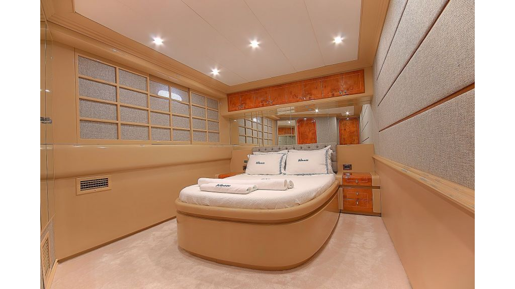 Blanco Luxury Motor Yacht (25)