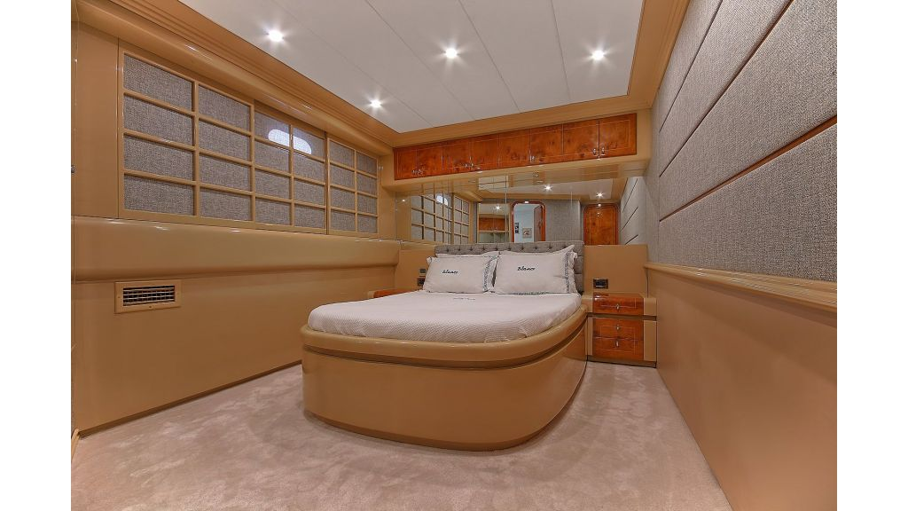 Blanco Luxury Motor Yacht (30)