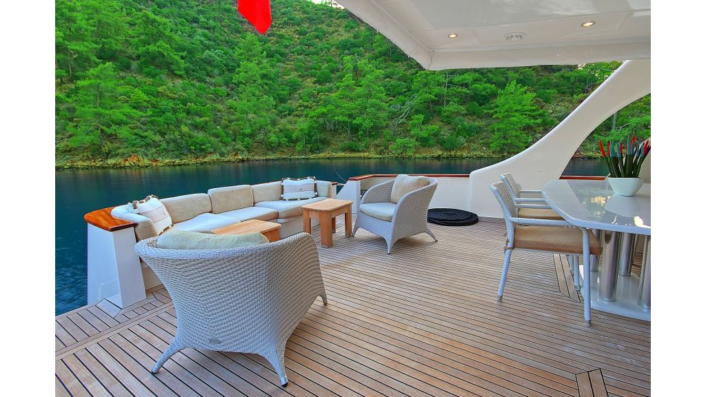 Blanco Luxury Motor Yacht (35)