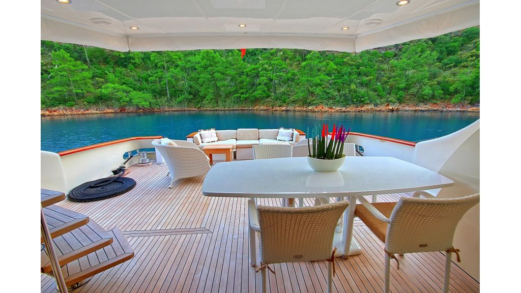 Blanco Luxury Motor Yacht (37)