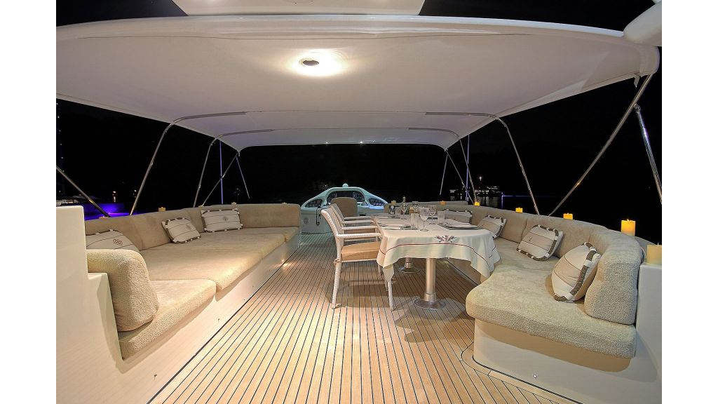 Blanco Luxury Motor Yacht (50)