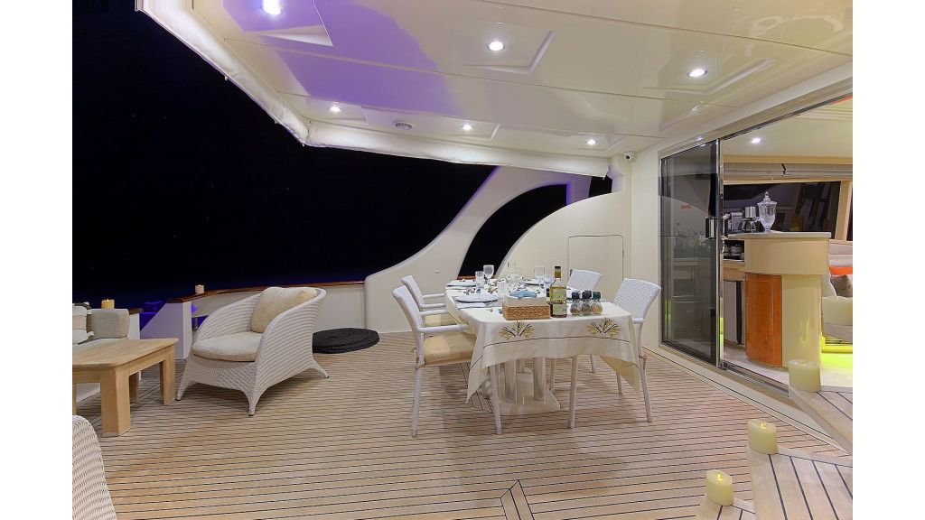 Blanco Luxury Motor Yacht (55)
