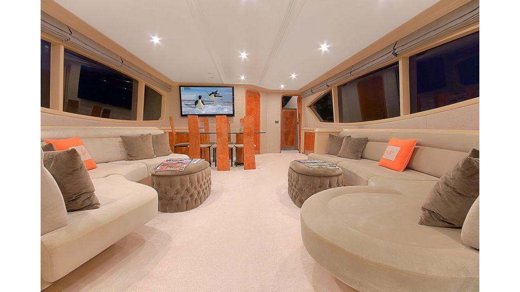 Blanco Luxury Motor Yacht master.