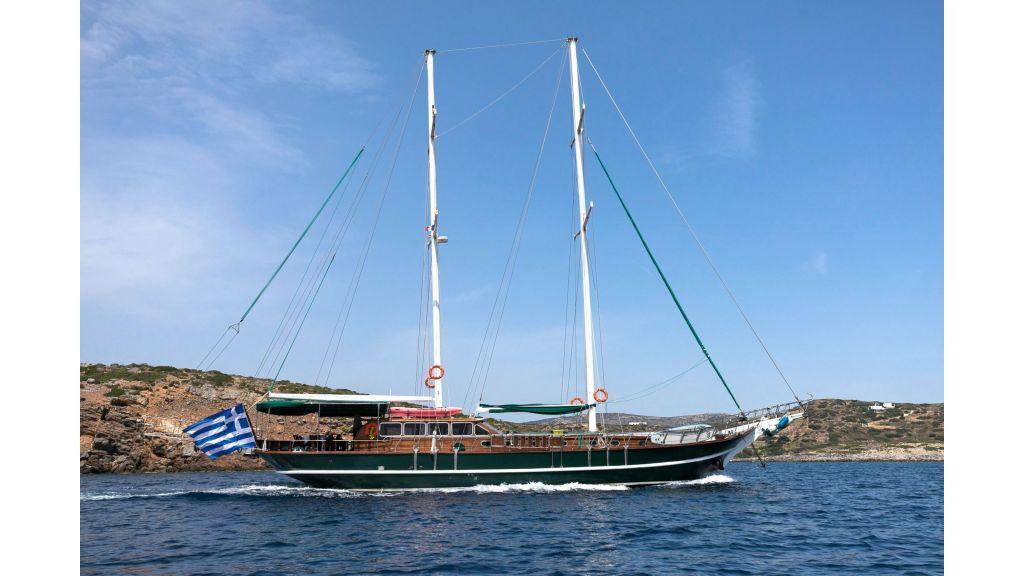 Commercial Greek Flag 24m Gulet (1)